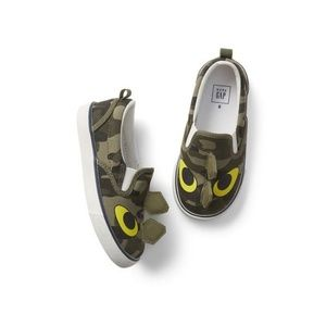 Baby Gap dinosaur slip on sneakers Sahara green 9